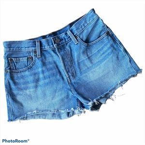 Levi's 501 Raw Hem Denim Shorts - 28